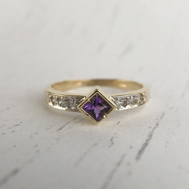 Amethyst and CZ Ring in 18ct gold.