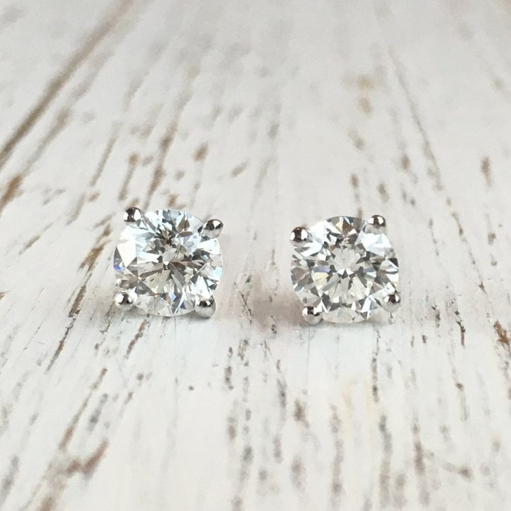 Four Claws Diamond Stud Earrings
