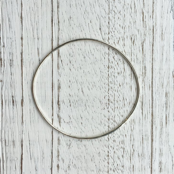 Lila's 1.5mm White Gold Wire Bangle