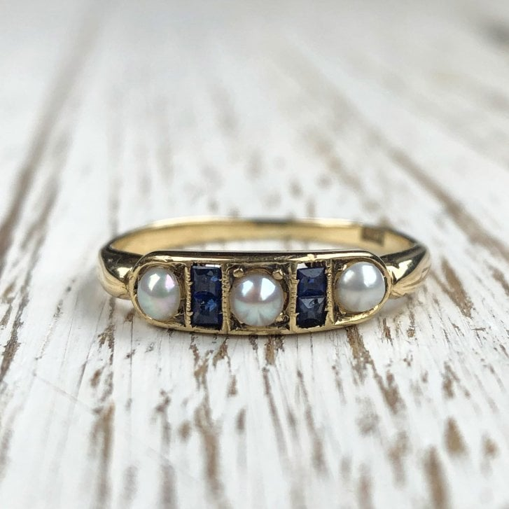Pearl and sapphire yellow gold ring