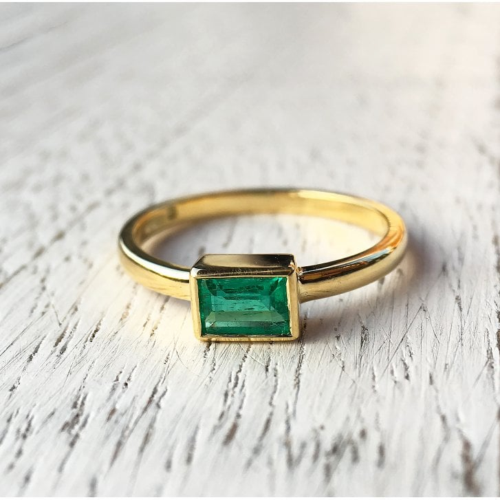 Lila's Rectangular Emerald Ring in Yellow Gold