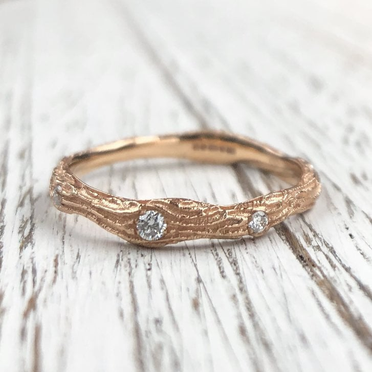 Richard Woo Wood texture Band with Three Diamonds in rose Gold