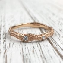 Wood texture Band with Three Diamonds in rose Gold
