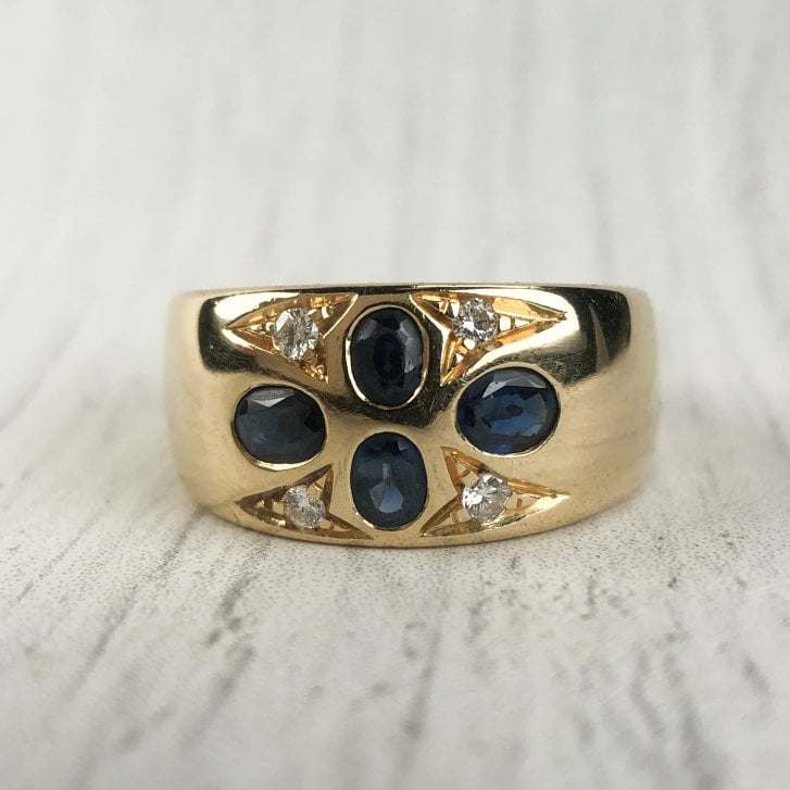 Sapphire Quatrefoil Wide Ring in Yellow Gold