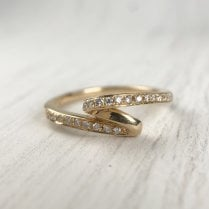 Twisted Diamond Band in yellow Gold