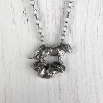 TIGER oN A ROCK SILVER nECKLACE